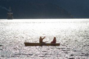 ボートに乗る2人