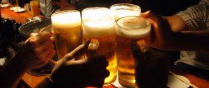 ビールジョッキで乾杯