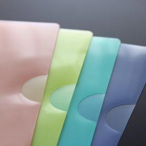 4色のクリアファイル