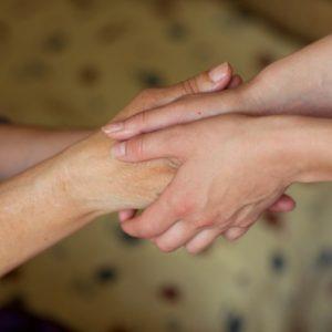 両手で握手