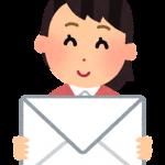 手紙を持った女性